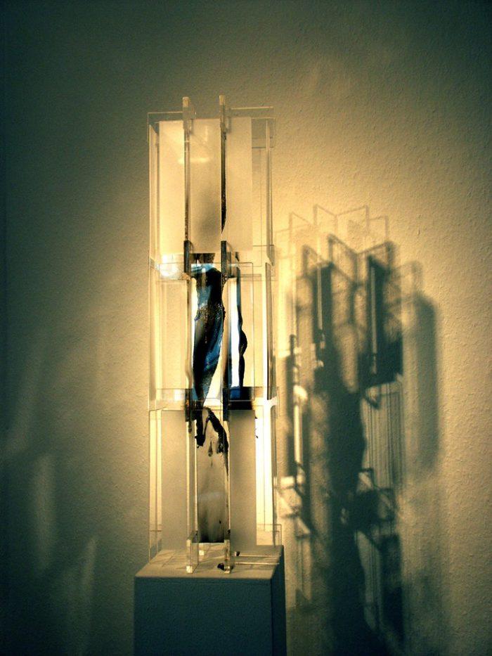 Acrylglasobjekt Licht_Schatten_Spiel Ausstellung Zeichen Staedtische_Galerie Ditzingen Hanke Kuenstler