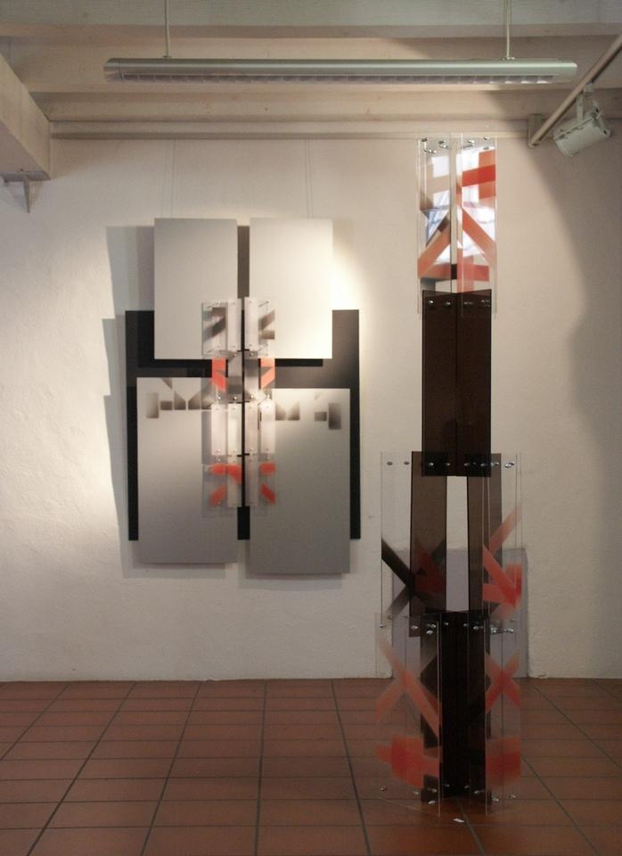 zwei_Acrylglasobjekte Ausstellung Zeichen Staedtische_Galerie Ditzingen Hanke Künstler