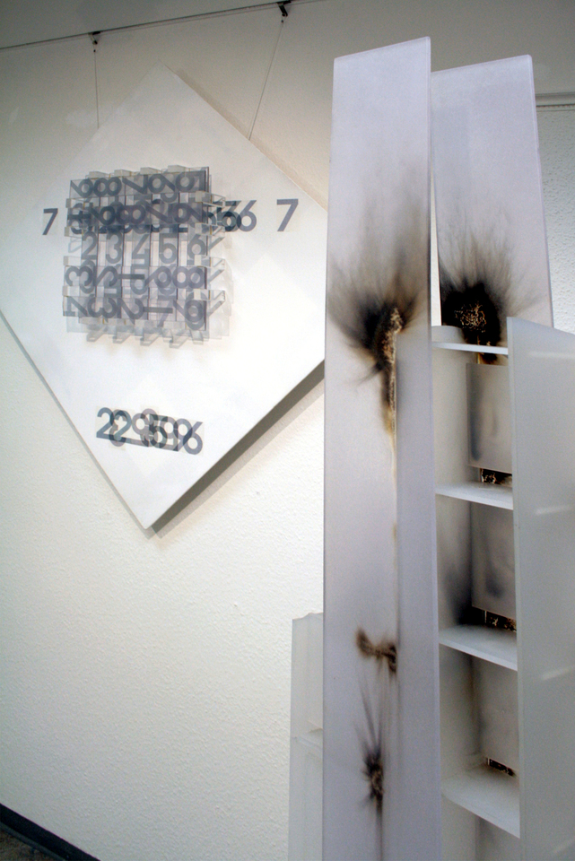 acrylglasobjekt_verbrannt_tableau_laserprint_licht ausstellung_schein kunstverein_erlangen hanke kuenstler