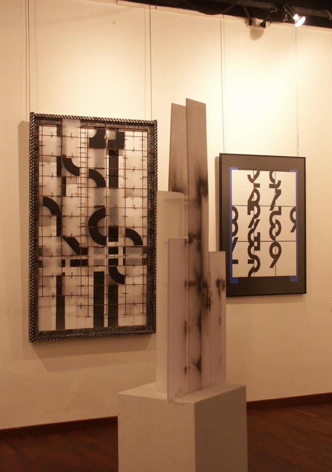 acrylglas_zahl_zeichen_tableau ausstellung_zeichen_haft artecentro_lattuado_studio_mailand hanke kuenstler