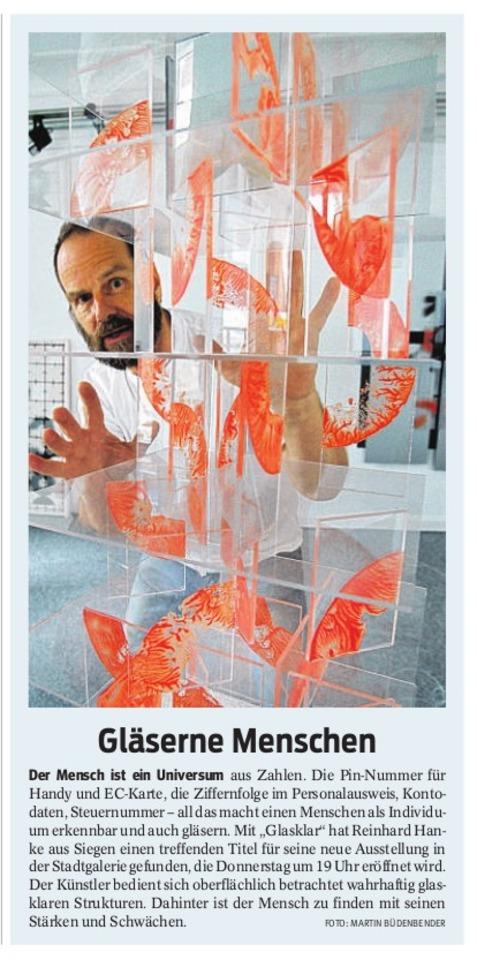 Zeitungsbericht Gläserne_Menschen glasklar Stadtgalerie Kunstausstellung Presse Künstler Universum Zahl Pin-Nummer Ziffernfolge Individuum