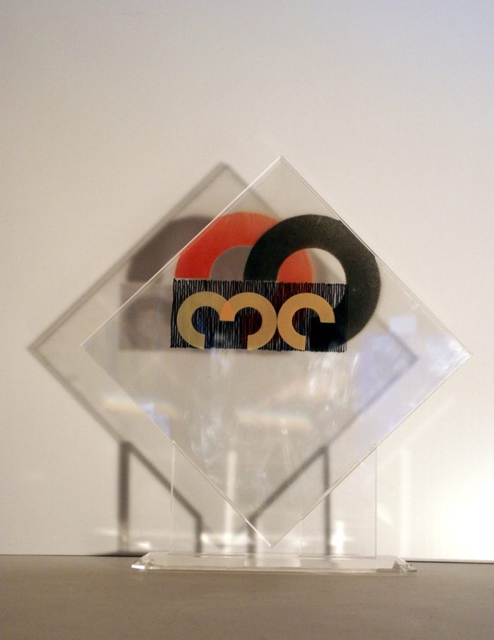 moderne Kunst unorthodox Kunstwerk Lichtspiel transparent Acrylglas Modul Segment Komponente Element Kreissegment Verquickung normiert variabel standardisiert austauschbar Kontrast Kombination Systematik Ordnung Zeichen auswechselbar Modulation Verwandlung Umformung Überlagerung mehrschichtig Raum Ebene mehrdeutig Konzeptkunst