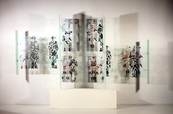 moderne Kunst unorthodox Skulptur Licht-Schatten Segment Raster Partikel Komponente Element standardisiert austauschbar Modul variabel Typisierung transparent komplex Modifikation Kontrast Kombinatorik Struktur Systematik Ordnungsprinzip Relation Bildzeichen Umformung Zuordnung Überlagerung Multilayer Raum Ebene Gesellschaft Realität Konzeptkunst